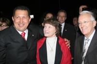 Chavez à la mairie du 11° avec G.Sarre et Danièle Miterrand